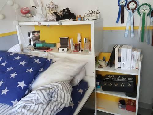 Vends Lit Ikea 90x200, blanc, avec tête de lit et tiroirs