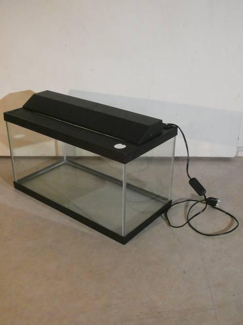 Vends aquarium 30L avec gravier, décor, filtre et pompe