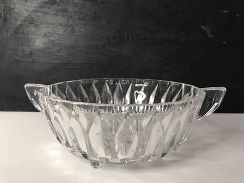 Ancienne coupe à anses en cristal facetté