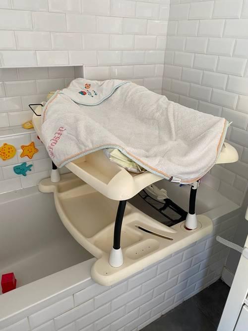 Table à langer et baignoire bébé
