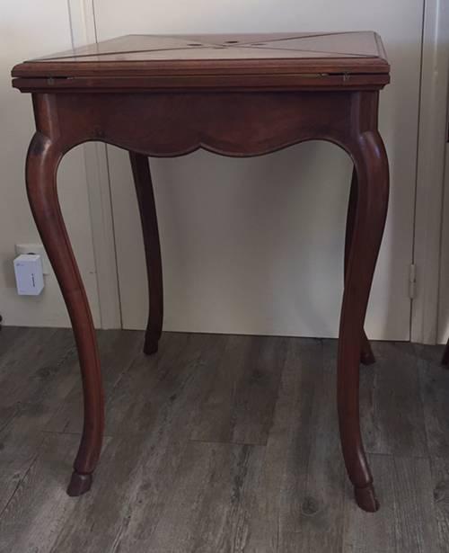 Vends table de bridge pieds «biche»
