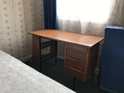 Bureau simili bois couleur chêne 4tiroirs-dimensions 110X 56X 74cm