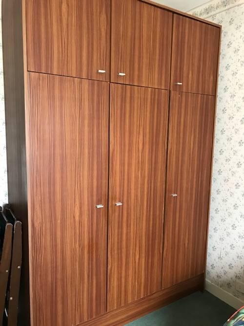 Armoire 6portes penderie et étagères simili bois 225X 150X 58CM