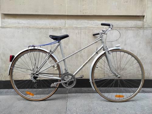 Vélo de ville mixte Bernard Thevenet prêt à rouler