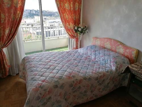 Lit + sommier 140x190cm+ rideaux