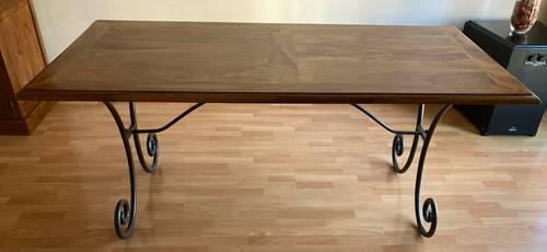 Table de SAM en bois et fer forgé