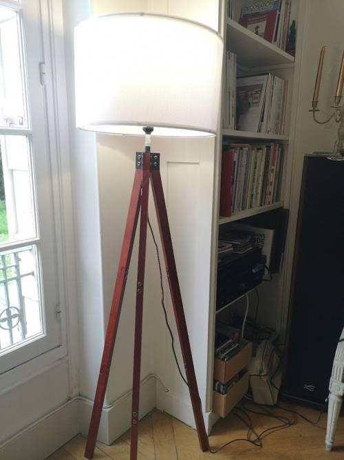 Lampe trépied en bois