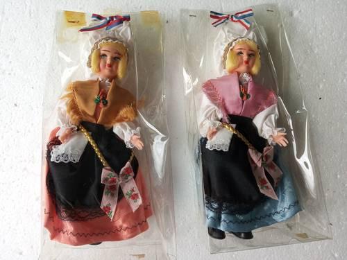 Lot de poupées folkloriques de collection