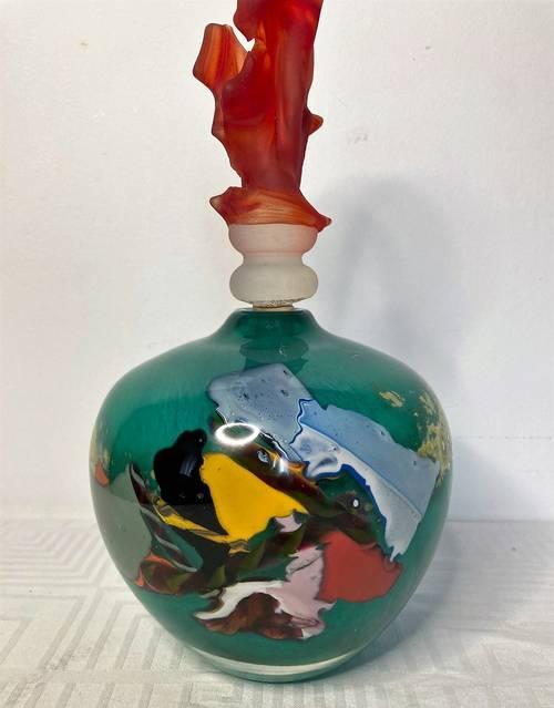 Lepage (Patrick), Flacon en verre à inclusions polychromes signé 1995