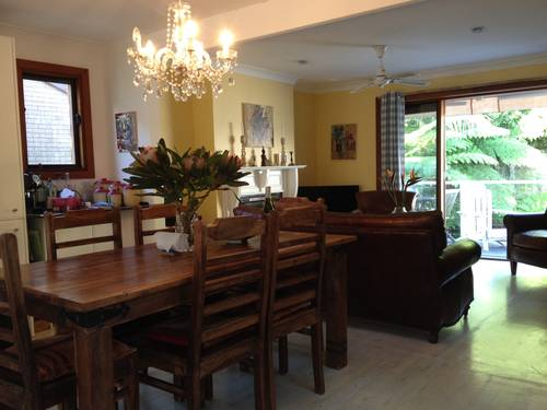 Table et 6chaises en Acacia massif