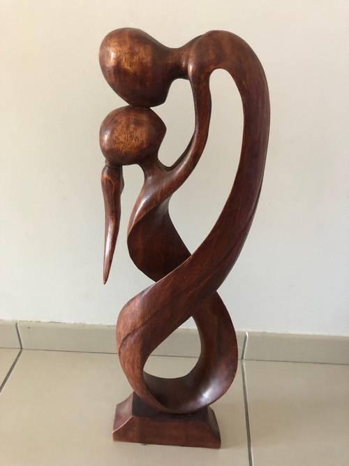 Sculpture amoureux en bois