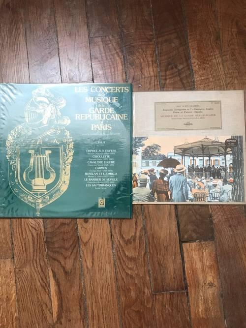 Vends 2disques vinyle 33t'de la musique de la Garde Républicaine