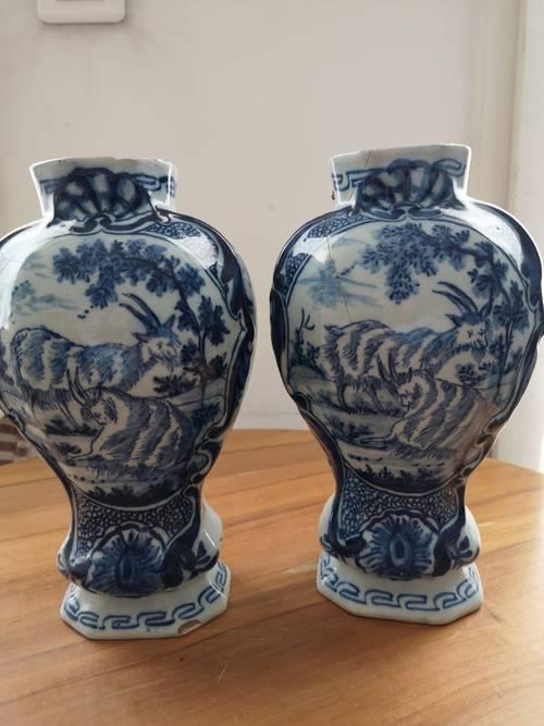 Vends paire de vases XVIIIe en faïence de Delft