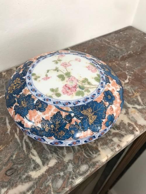 Belle bonbonnière en porcelaine signée marque Haviland
