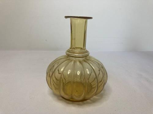 Ancien vase soliflore en verre soufflé jaune début XXème