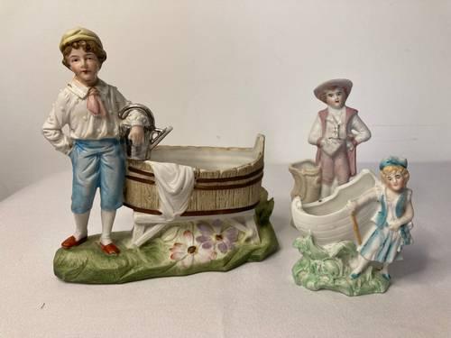 Anciennes porcelaines biscuit polychrome lot de trois début XXème