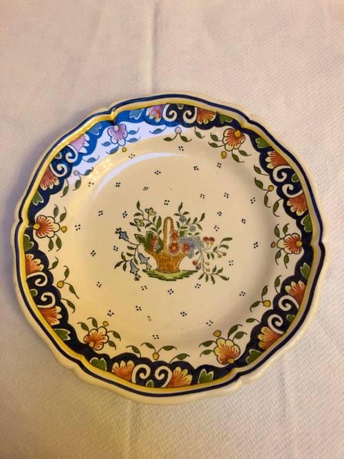 Assiette ancienne en faïence motif «panier» Rouen