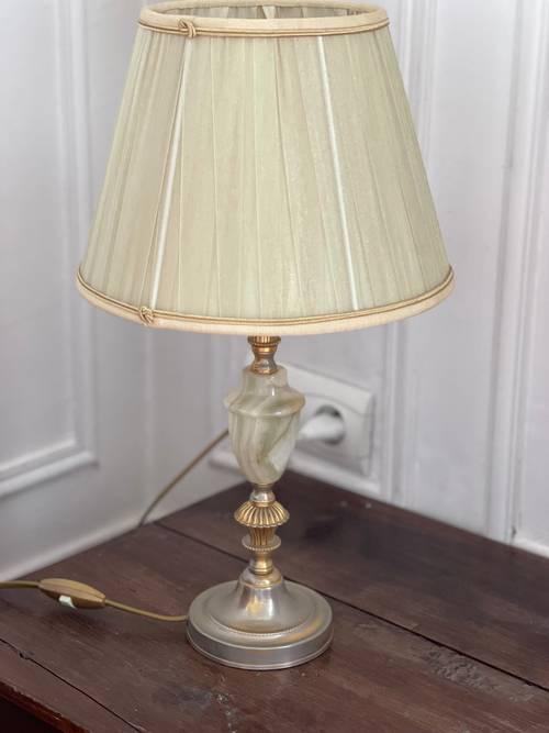 Lampe pied métallique avec pierre et abat-jour plissé