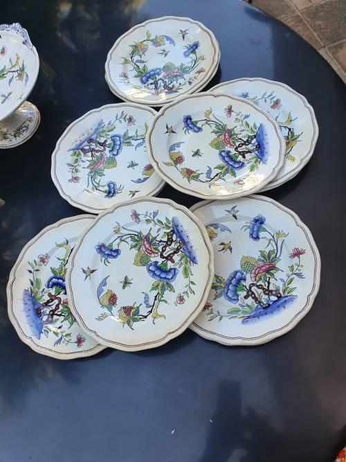 Onze assiettes plates à décor de fleurs et d'oiseaux Sarreguemines