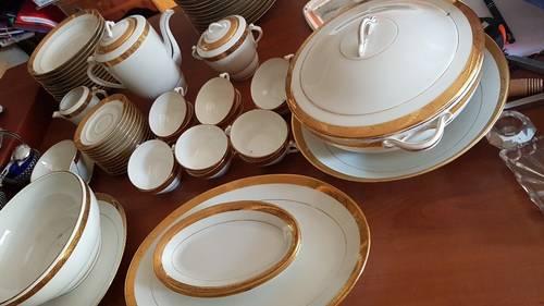 Service entier Porcelaine de Limoges blanc bord doré