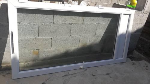 Vends porte fenêtre PVC 1battant