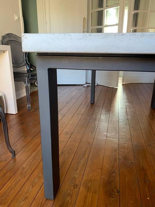 Grande table béton