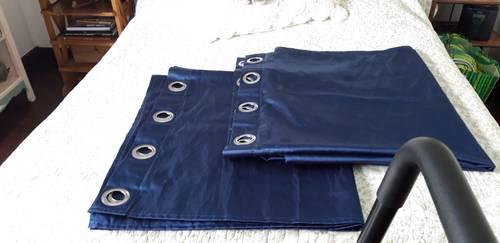 Vends paire de rideaux bleu saphir 140x 240cm