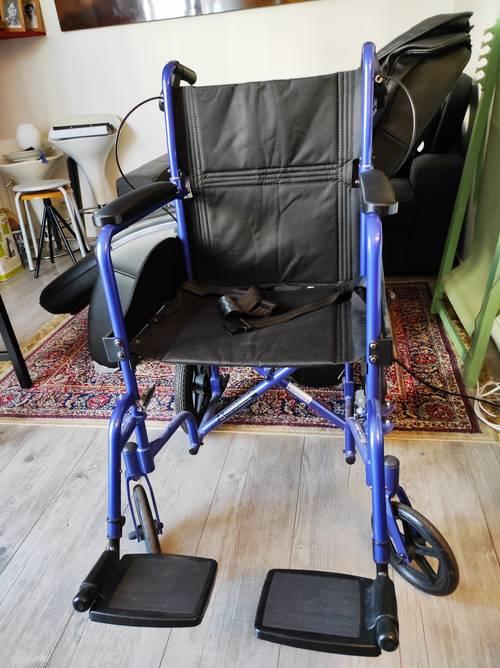Chaise roulante quasi neuve
