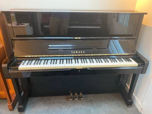 Piano droit Yamaha U1noir laqué