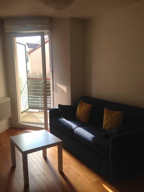 Loue joli studio meublé à Suresnes (92) Mont Valerien proche La Defense - 22m²