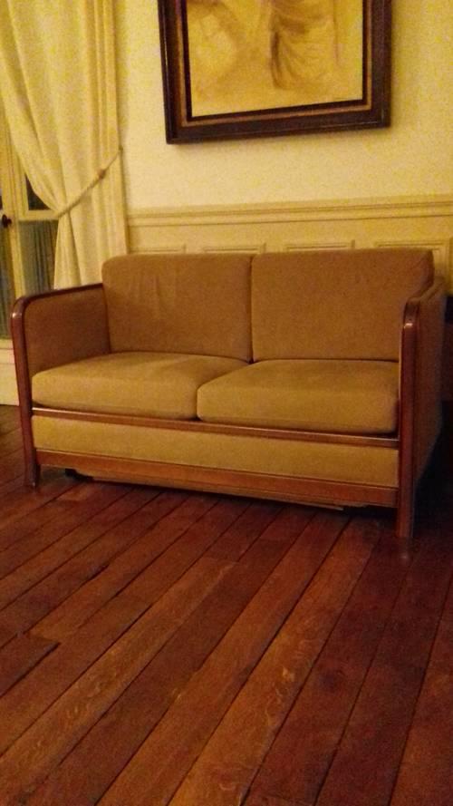 Vends un canapé lit convertible 2places style club
