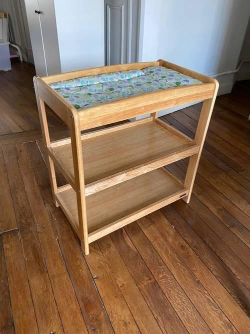 Table à langer en bois massif en excellent état