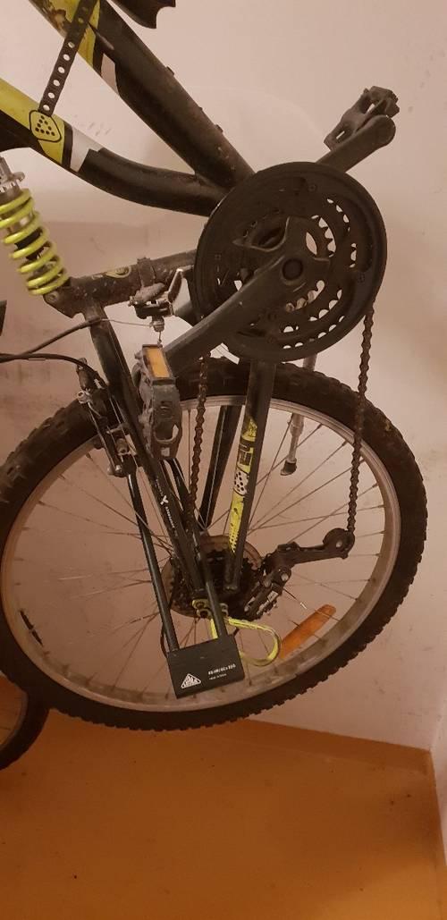 Vends vélo en l'état avec un cadenas en U à couper (clé perdue)