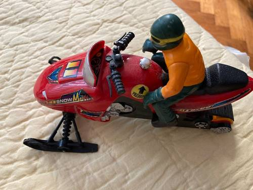 Moto neige avec personnage