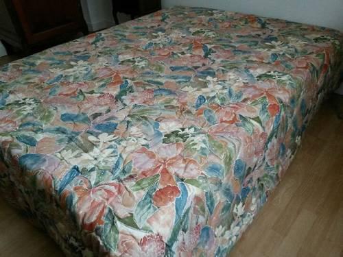 Vends très beau dessus de lit