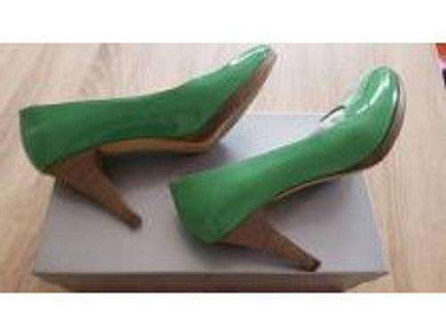 Escarpins italiens en cuir vernis de couleur verte pointuree 38