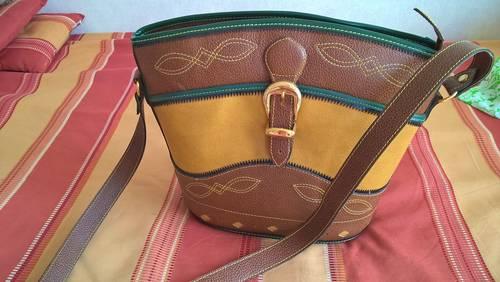 Beau sac en cuir neuf
