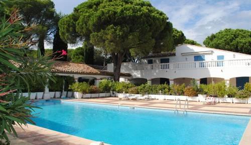 Loue maison Saint Raphaël Valescure piscine tennis 6couchages