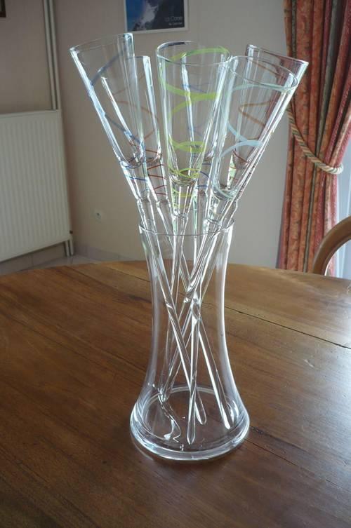 Vends vase avec 6flutes à champagne