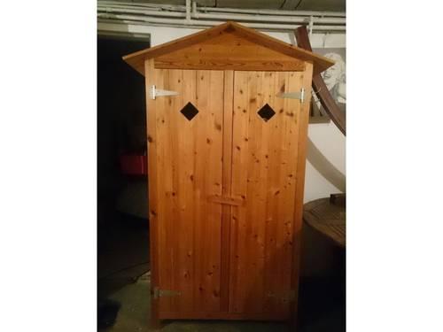 Armoire cabine en bois