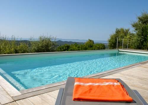Loue grande villa familiale 300m², 12couchages, piscine, vue mer, fibre - La Londe-les-Maures (83)