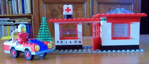Lego ancien Centre médical pénitentiaire (base modele 6634)