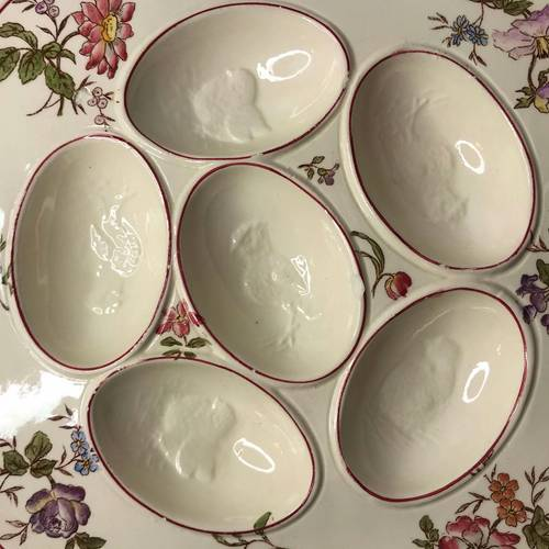 Ancienne assiette carrée présentoir à œufs céramique Longchamp XXème