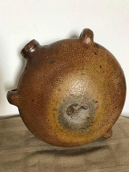 Ancienne gourde circulaire en terre cuite dite crapaud XIXème