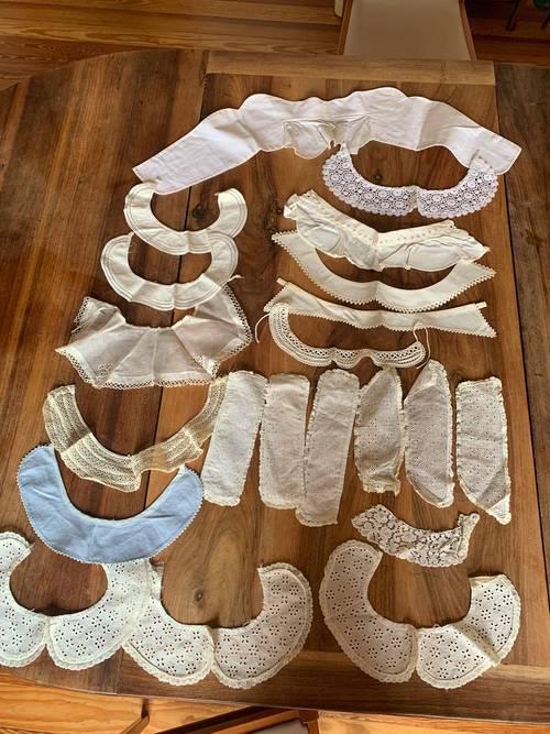 Cols très anciens en coton et certains avec de la dentelles