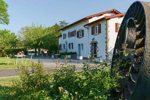 Loue joli gîte avec jardin privé dans un moulin à Ascain (64) 2chambres · 4couchages
