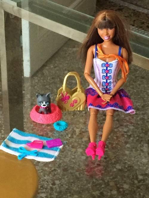 Barbie neuve et son chien