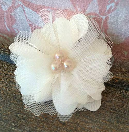 Vends Barrette fleur TU - MAISON ÈME - Idéal cérémonie 🌸