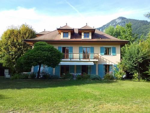 Loue belle maison spacieuse, tout confort, grand jardin, proche Lac - 8chambres - 15couchages - Menthon-Saint-Bernard (74)