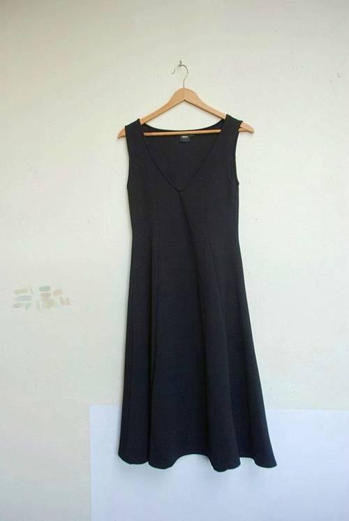 Vends belle robe noire mi-longue taille 38